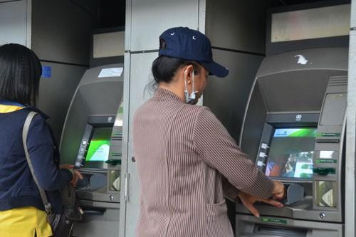 Trẻ 15 tuổi được mở thẻ ngân hàng - 1