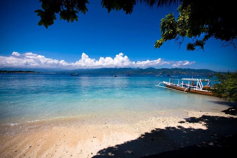 Không chỉ Bali trứ danh, Indonesia còn có những hòn đảo đẹp kinh ngạc thế này - hình ảnh 1