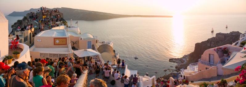 Thiên đường du lịch Santorini: Không phải màu hồng như bạn tưởng tượng - hình ảnh 2