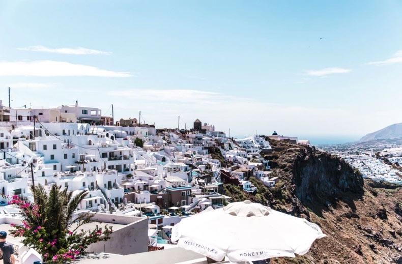 Thiên đường du lịch Santorini: Không phải màu hồng như bạn tưởng tượng - hình ảnh 4