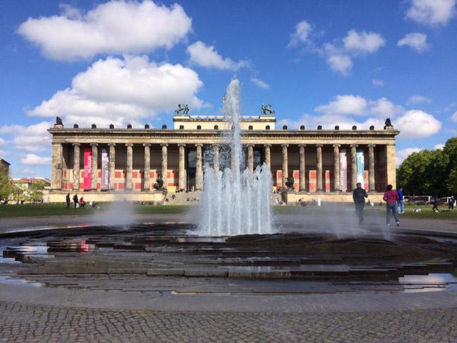 Muốn thăm một Châu Âu cổ kính, thanh lịch, bạn nhất định phải tới thành phố xinh đẹp này - hình ảnh 1