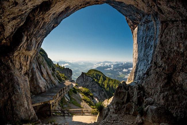 Độc đáo hang động băng giá lớn nhất thế giới - hình ảnh 1