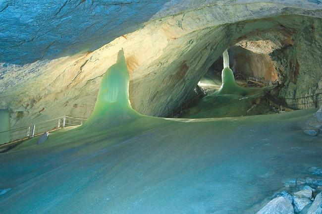 Độc đáo hang động băng giá lớn nhất thế giới - hình ảnh 7