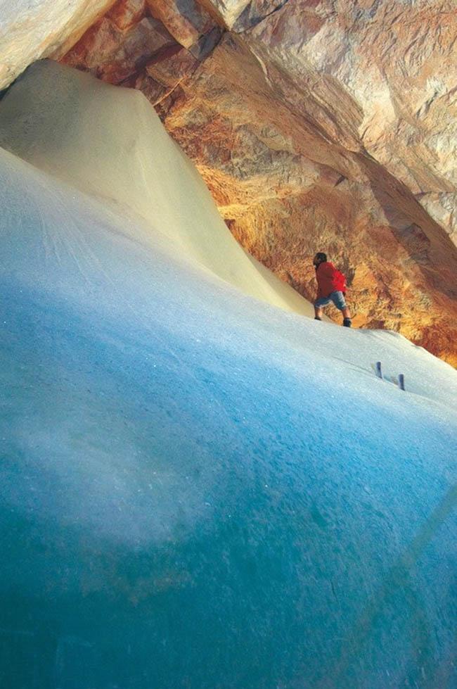 Độc đáo hang động băng giá lớn nhất thế giới - hình ảnh 9