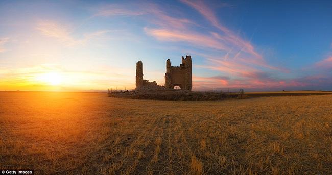 Ám ảnh trước những lâu đài bị bỏ hoang trên thế giới - hình ảnh 4