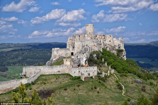 Ám ảnh trước những lâu đài bị bỏ hoang trên thế giới - hình ảnh 5
