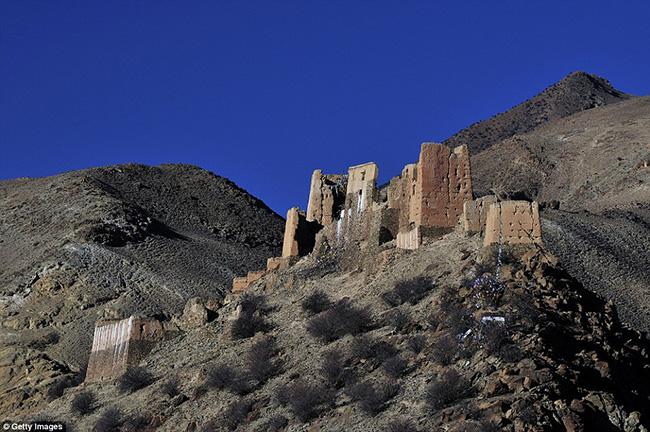 Ám ảnh trước những lâu đài bị bỏ hoang trên thế giới - hình ảnh 3