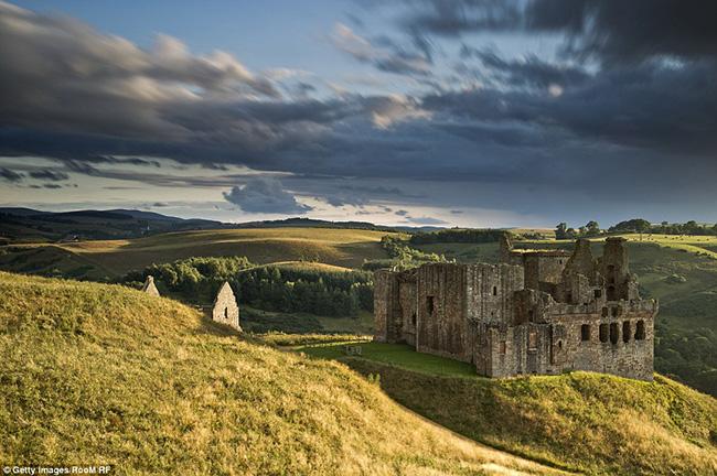 Ám ảnh trước những lâu đài bị bỏ hoang trên thế giới - hình ảnh 8