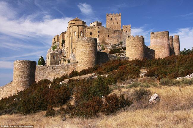 Ám ảnh trước những lâu đài bị bỏ hoang trên thế giới - hình ảnh 7