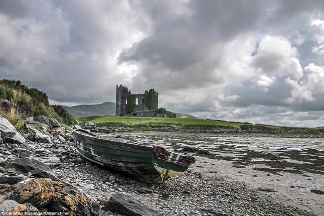 Ám ảnh trước những lâu đài bị bỏ hoang trên thế giới - hình ảnh 9