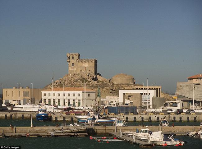 Ám ảnh trước những lâu đài bị bỏ hoang trên thế giới - hình ảnh 10