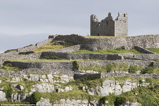 Ám ảnh trước những lâu đài bị bỏ hoang trên thế giới - hình ảnh 13