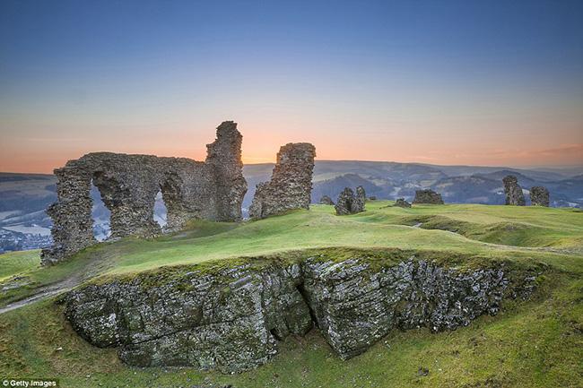 Ám ảnh trước những lâu đài bị bỏ hoang trên thế giới - hình ảnh 15