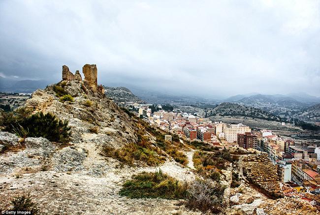 Ám ảnh trước những lâu đài bị bỏ hoang trên thế giới - hình ảnh 14