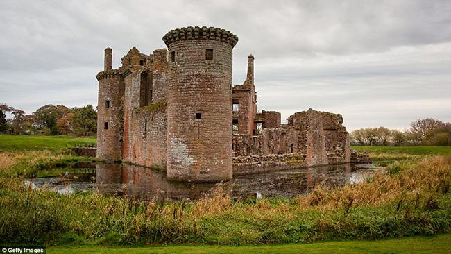 Ám ảnh trước những lâu đài bị bỏ hoang trên thế giới - hình ảnh 18