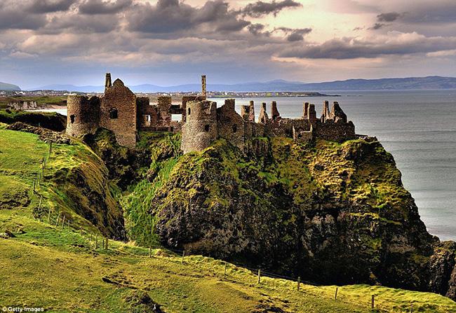 Ám ảnh trước những lâu đài bị bỏ hoang trên thế giới - hình ảnh 17