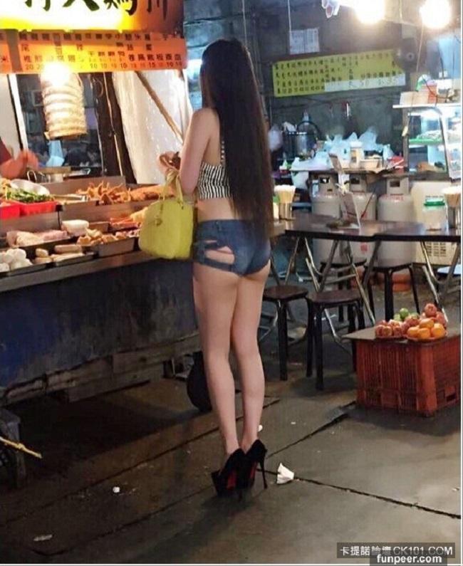 Váy áo mỏng tang, siêu ngắn gây đỏ mặt của con gái Trung Quốc - hình ảnh 2