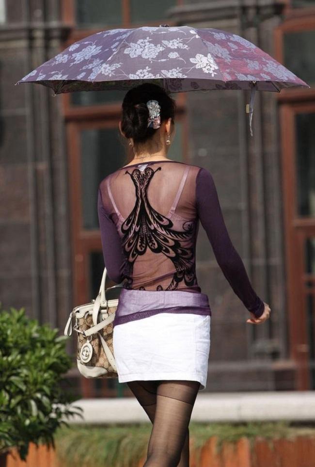 Váy áo mỏng tang, siêu ngắn gây đỏ mặt của con gái Trung Quốc - hình ảnh 7