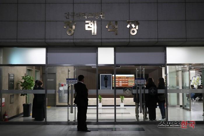 Nghệ sĩ Hàn không dám đến viếng ngôi sao tự tử vì bê bối tình dục - hình ảnh 2