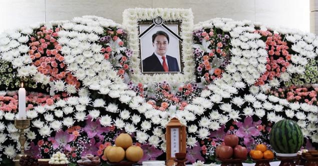 Nghệ sĩ Hàn không dám đến viếng ngôi sao tự tử vì bê bối tình dục - hình ảnh 1