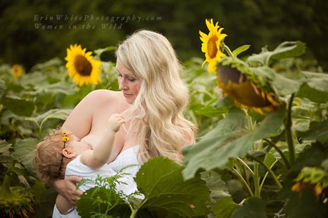 """Khoảnh khắc """"vén váy"""" cho con bú đẹp đến nao lòng của các bà mẹ - hình ảnh 16"""