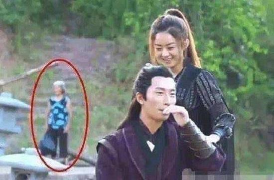 """""""Thánh soi"""" nhặt lỗi ngớ ngẩn trong phim Trung Quốc - hình ảnh 2"""