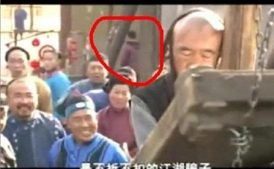 """""""Thánh soi"""" nhặt lỗi ngớ ngẩn trong phim Trung Quốc - hình ảnh 7"""