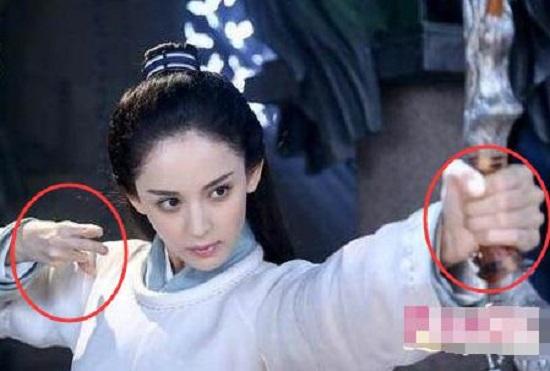 """""""Thánh soi"""" nhặt lỗi ngớ ngẩn trong phim Trung Quốc - hình ảnh 9"""