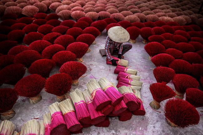 Ảnh Việt Nam lọt top những bức hình tuyệt nhất nhờ khoảnh khắc đẹp xuất thần - hình ảnh 1
