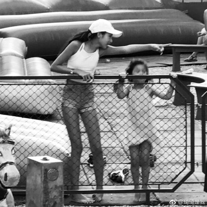 Con gái ông trùm phim xã hội đen Hong Kong phổng phao tuổi 14 - hình ảnh 6