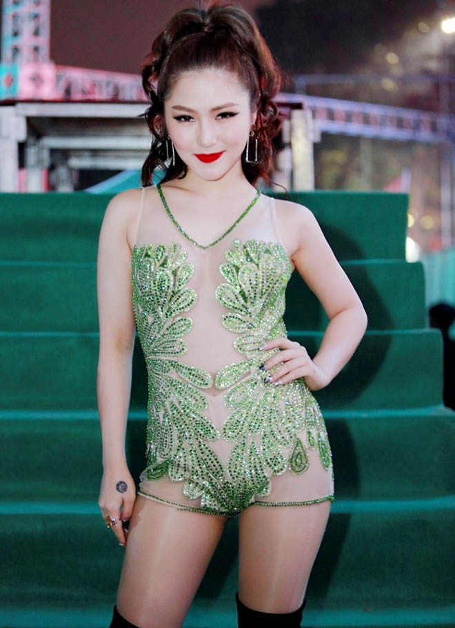 Phong cách táo bạo của dàn mỹ nữ Việt công khai bị gạ tình bạc triệu - hình ảnh 4
