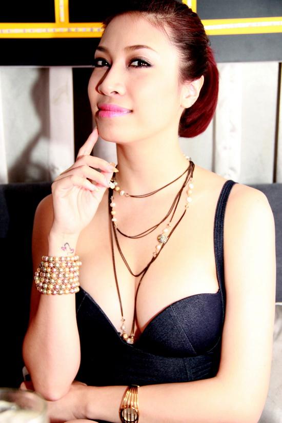 Phong cách táo bạo của dàn mỹ nữ Việt công khai bị gạ tình bạc triệu - hình ảnh 12