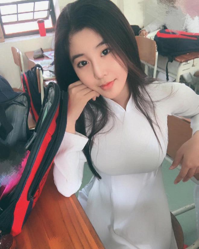 Fan girl U23 Việt Nam được báo Hàn ca ngợi đẹp như nữ thần - hình ảnh 5