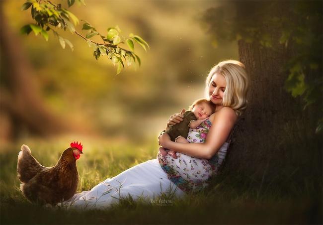 Mê mẩn với bộ ảnh mẹ cho con bú của nhiếp ảnh gia Ấn Độ - hình ảnh 3