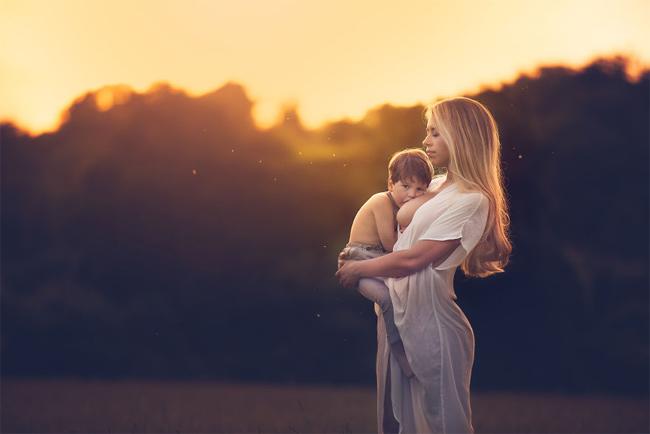 Mê mẩn với bộ ảnh mẹ cho con bú của nhiếp ảnh gia Ấn Độ - hình ảnh 12