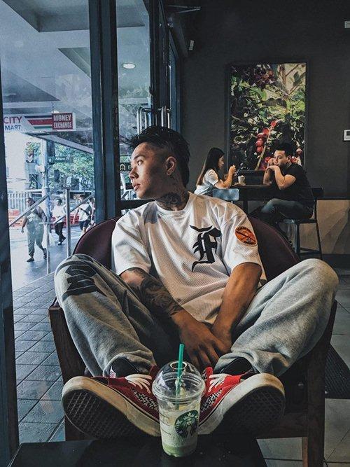 Nhiều bạn trẻ Việt khiến người xung quanh giật mình vì áo in chữ thô tục - hình ảnh 3