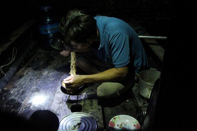 """Theo chân thợ săn cá """"khủng"""", từng 2 lần được lộc trời ban ở Sài Gòn - hình ảnh 9"""