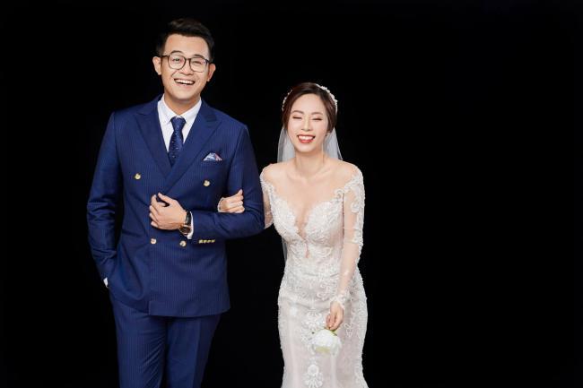 """MC """"Chúng tôi là chiến sĩ"""" tung ảnh cưới với nữ biên tập viên xinh đẹp - hình ảnh 3"""