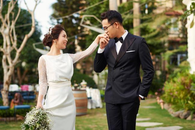 """MC """"Chúng tôi là chiến sĩ"""" tung ảnh cưới với nữ biên tập viên xinh đẹp - hình ảnh 6"""
