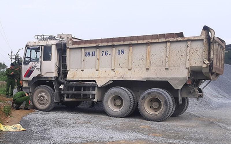 Xe tải không người lái đè chết nhân viên bảo vệ mỏ đá - 1