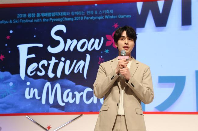 Sau nghi án hẹn hò, Văn Mai Hương – Bình An nắm tay nhau đi gặp Lee Dong Wook - hình ảnh 3