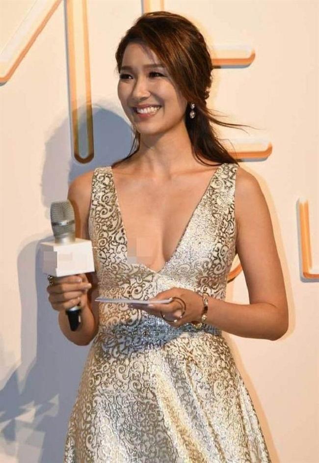"""Vẻ sexy tuyệt đối của 5 hoa á hậu Hồng Kông mở """"tiệc trinh nữ"""" công khai - hình ảnh 8"""