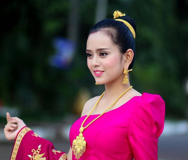 """Gục ngã trước loạt ảnh mới của cô gái Lào 20 tuổi """"xinh như tiên"""" - hình ảnh 1"""