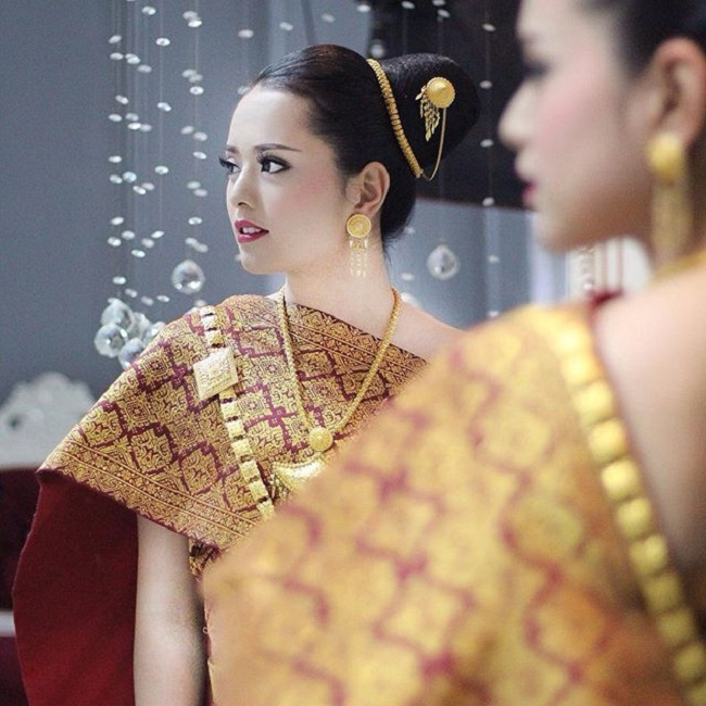 """Gục ngã trước loạt ảnh mới của cô gái Lào 20 tuổi """"xinh như tiên"""" - hình ảnh 2"""