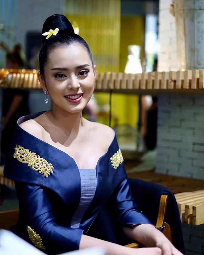 """Gục ngã trước loạt ảnh mới của cô gái Lào 20 tuổi """"xinh như tiên"""" - hình ảnh 3"""