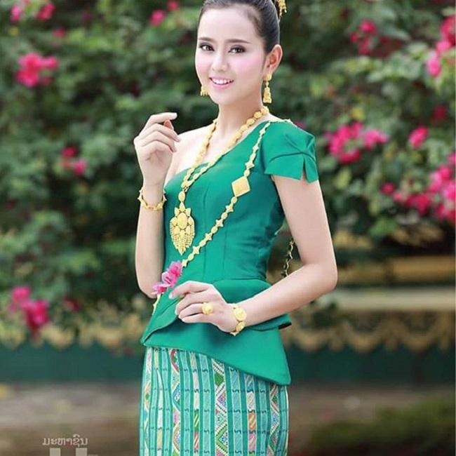 """Gục ngã trước loạt ảnh mới của cô gái Lào 20 tuổi """"xinh như tiên"""" - hình ảnh 5"""