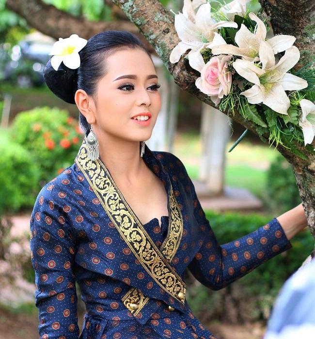 """Gục ngã trước loạt ảnh mới của cô gái Lào 20 tuổi """"xinh như tiên"""" - hình ảnh 7"""