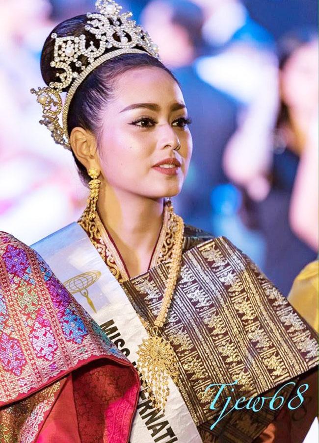 """Gục ngã trước loạt ảnh mới của cô gái Lào 20 tuổi """"xinh như tiên"""" - hình ảnh 6"""