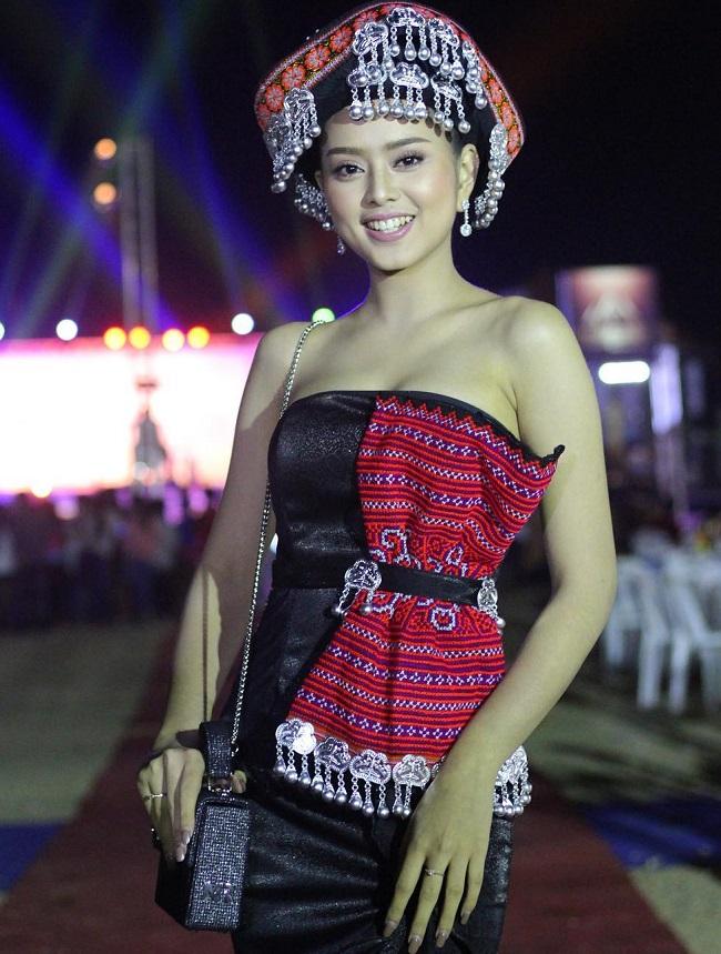 """Gục ngã trước loạt ảnh mới của cô gái Lào 20 tuổi """"xinh như tiên"""" - hình ảnh 8"""