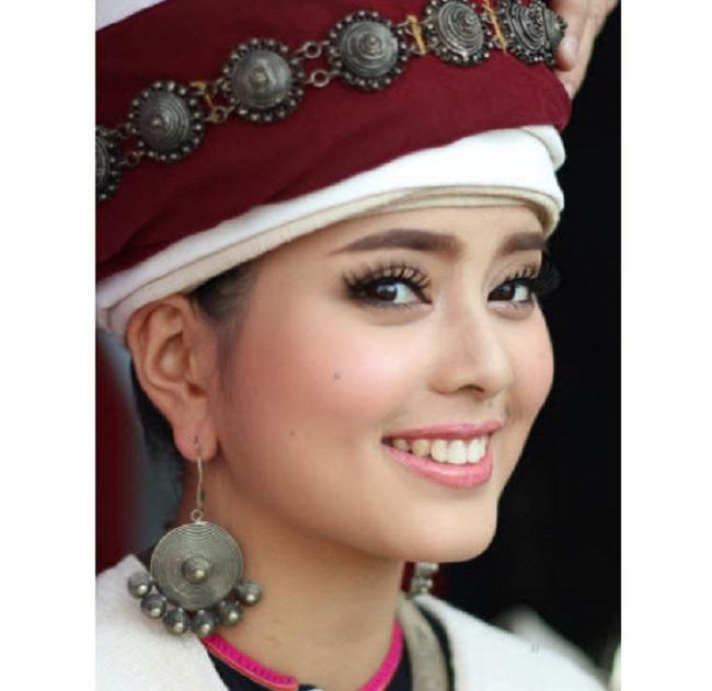 """Gục ngã trước loạt ảnh mới của cô gái Lào 20 tuổi """"xinh như tiên"""" - hình ảnh 11"""